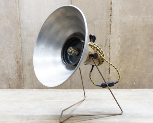 creazione Da una vecchia stufa a gas abbiamo deciso di creare la nostra Lampada elettrica in perfetto stile giakkemikke